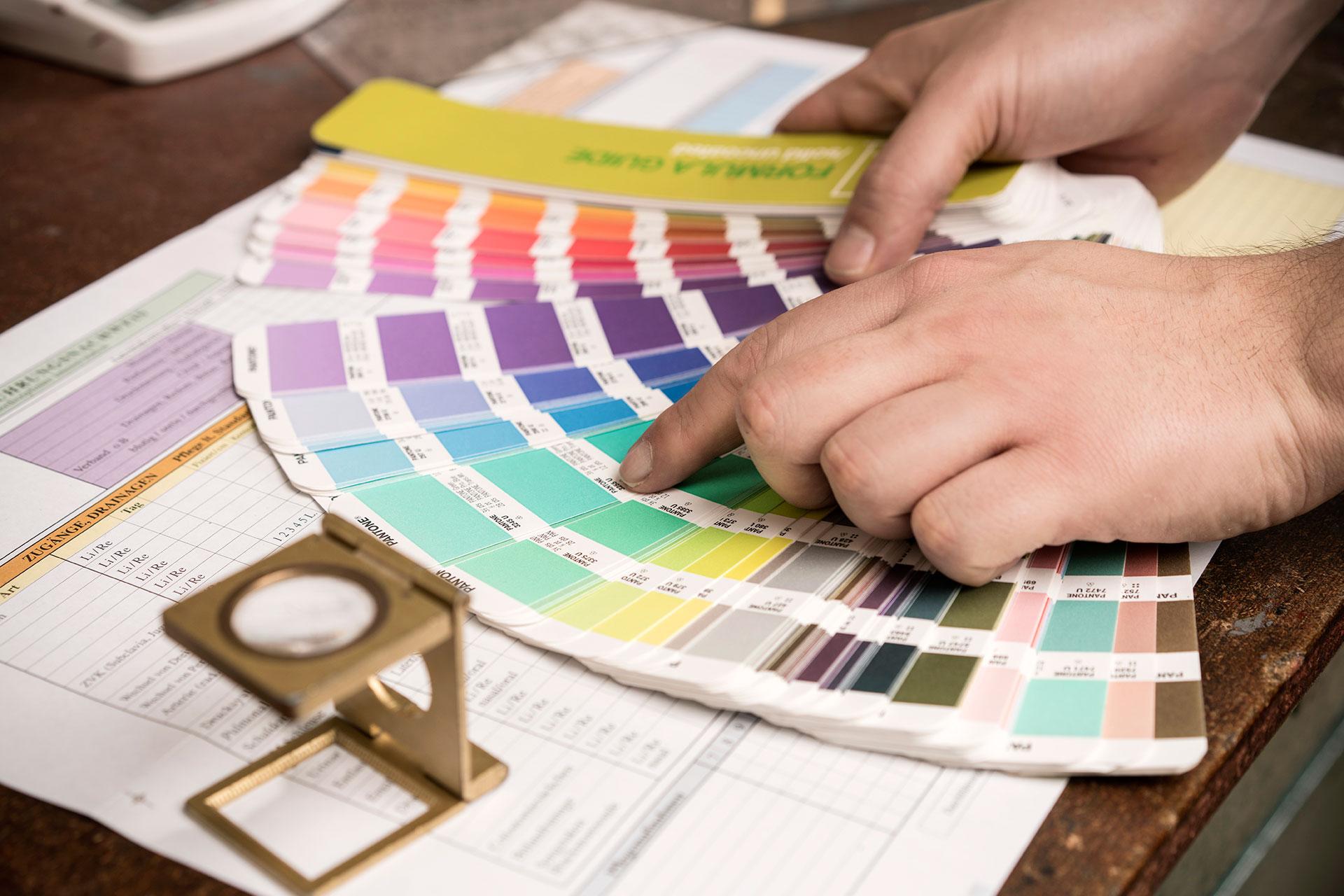 Pantone-Farbfächer mit Sonderfarben