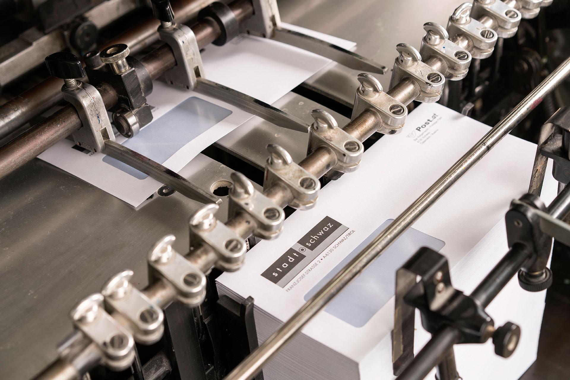 Heidelberg Druckmaschine beim Druck mit Sonderfarben